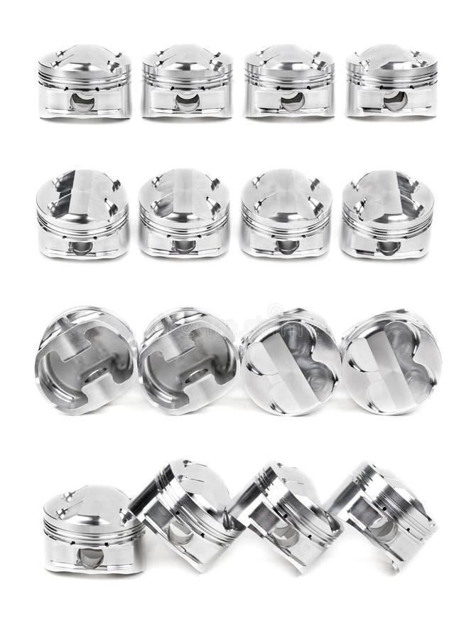 Le collage d'un ensemble de quatre a poli les pistons forgés par chrome images stock
