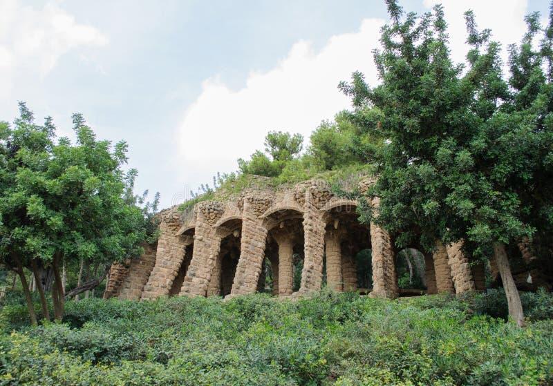 Le colonne in parco Guell hanno progettato da Antoni Gaudi a Barcellona Spagna immagine stock