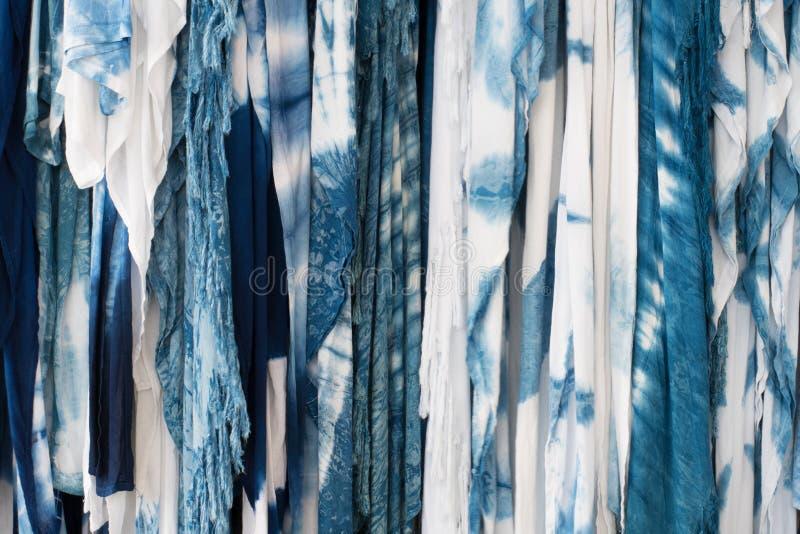 Le colorant de lien d'indigo de tissu comme fond image stock