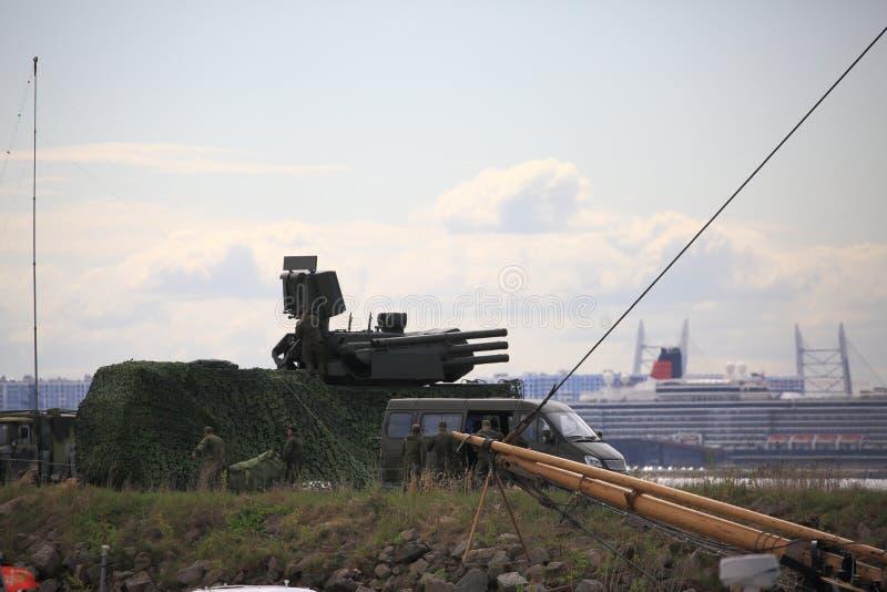 Le complexe anti-aérien russe Pantsir-1C sur la jetée pendant la Coupe du Monde 2018 Territoire du port yacht d'Hercules image libre de droits