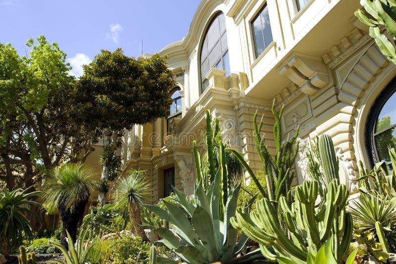 Le complexe inclut un casino et un théâtre grand (opéra) de Monte Carlo image stock