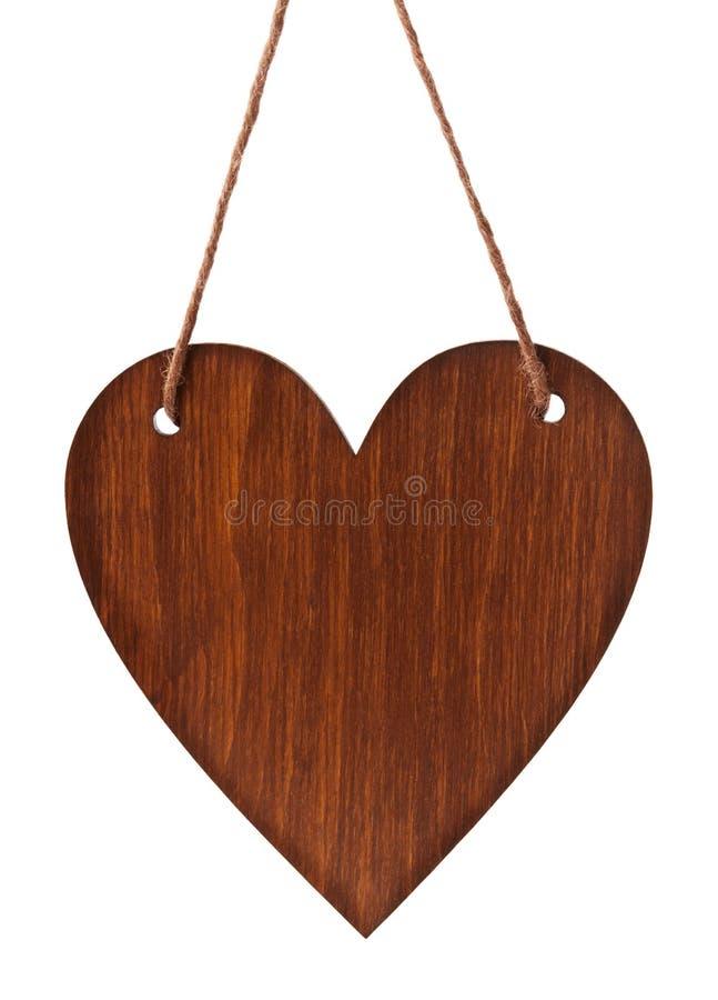 Le comprimé en bois vide au coeur de forme accrochant sur la ficelle d'isolement sur le fond blanc pour vous conçoivent Valentine photos libres de droits