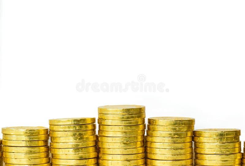 Le concept d'affaires avec la pièce de monnaie d'or et le blanc a isolé le fond, photos stock