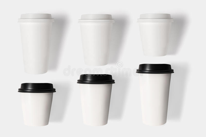 Le concept de construction de la tasse de café de maquette a placé sur le backgr blanc photo stock