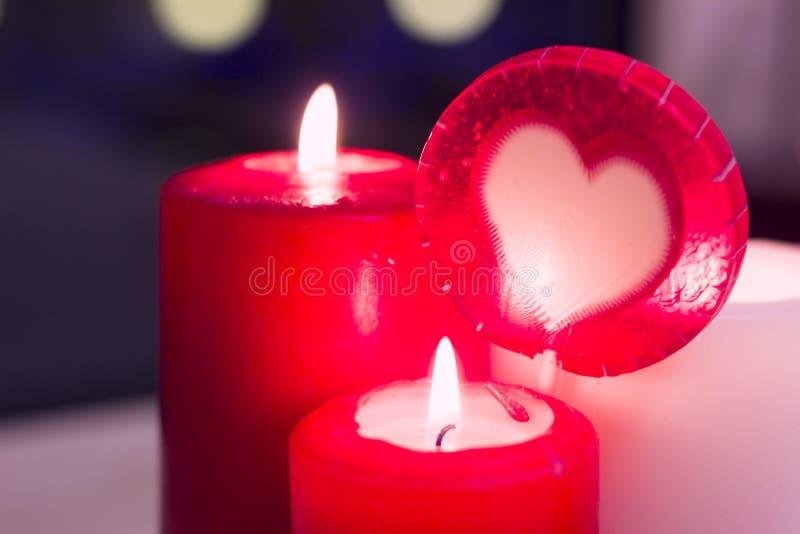 Le concept de la Saint-Valentin de St avec des bougies photos libres de droits