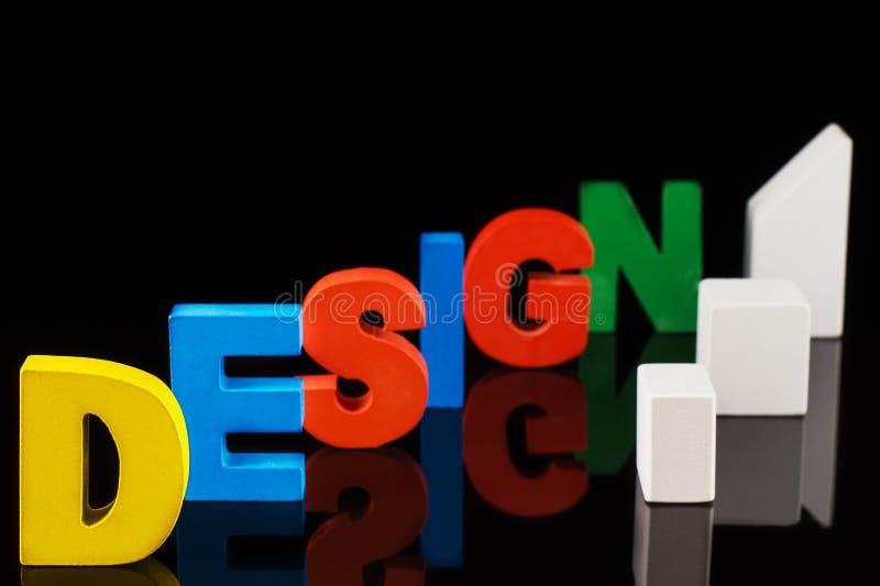 Le concept du mot de conception sur les lettres en bois colorées photographie stock libre de droits