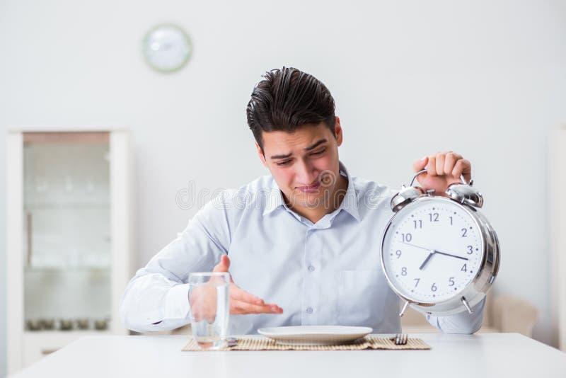 Le concept du service lent dans les restaurants photo libre de droits