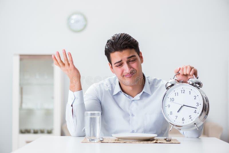 Le concept du service lent dans les restaurants photographie stock libre de droits