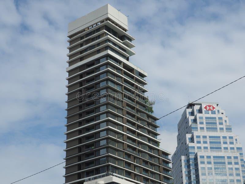 Le condominium de luxe Saladaeng un se lève dans le CBD images stock