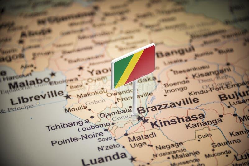 Le Congo a identifié par un drapeau sur la carte images stock