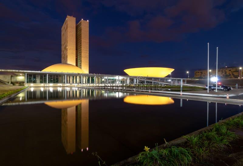 Le congrès national brésilien la nuit - Brasilia, Distrito fédéral, Brésil image stock