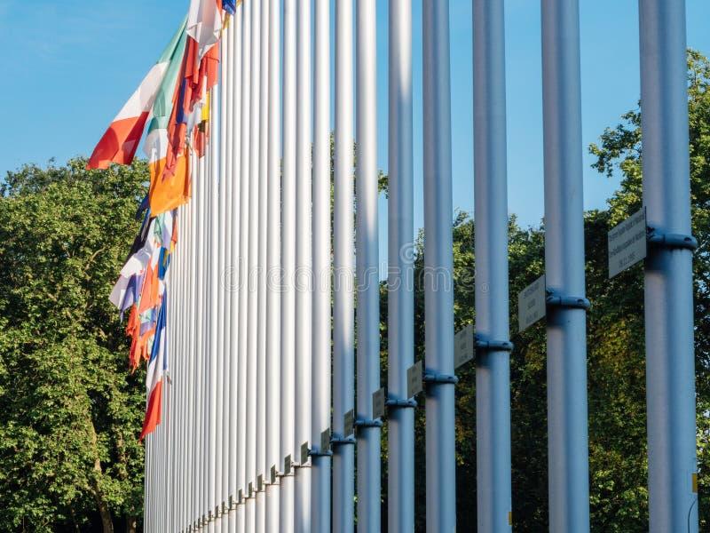 Le Conseil de l'Europe français de mât de fhalf de drapeau images libres de droits