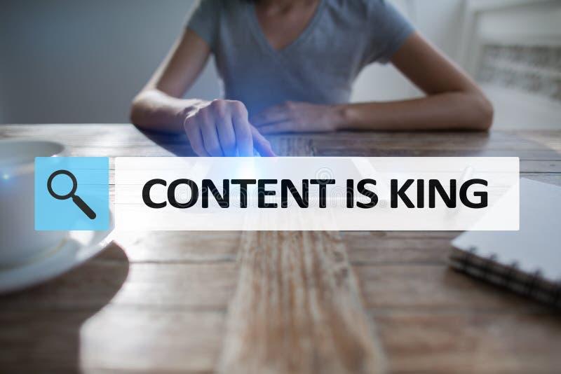 Le contenu est texte de roi dans la barre de recherche Affaires, technologie et concept d'Internet Vente de Digital photos libres de droits