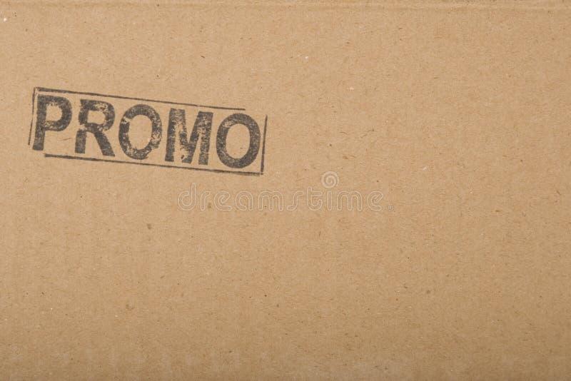 Le copie-espace de message de promotion sur la texture de carton photographie stock libre de droits