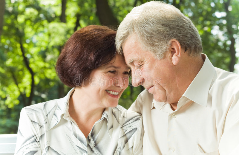 le coppie felici fanno maturare immagine stock libera da diritti