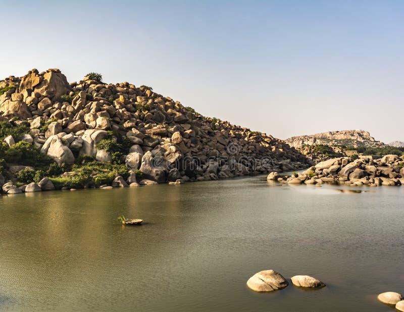 Le coracle monte sur les rivières indiennes photo stock