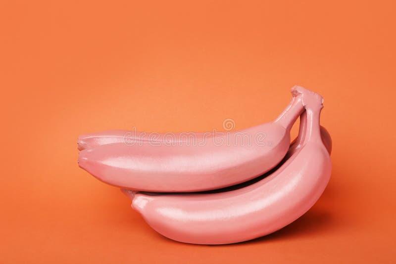 Le corail a peint les bananes crues photos libres de droits