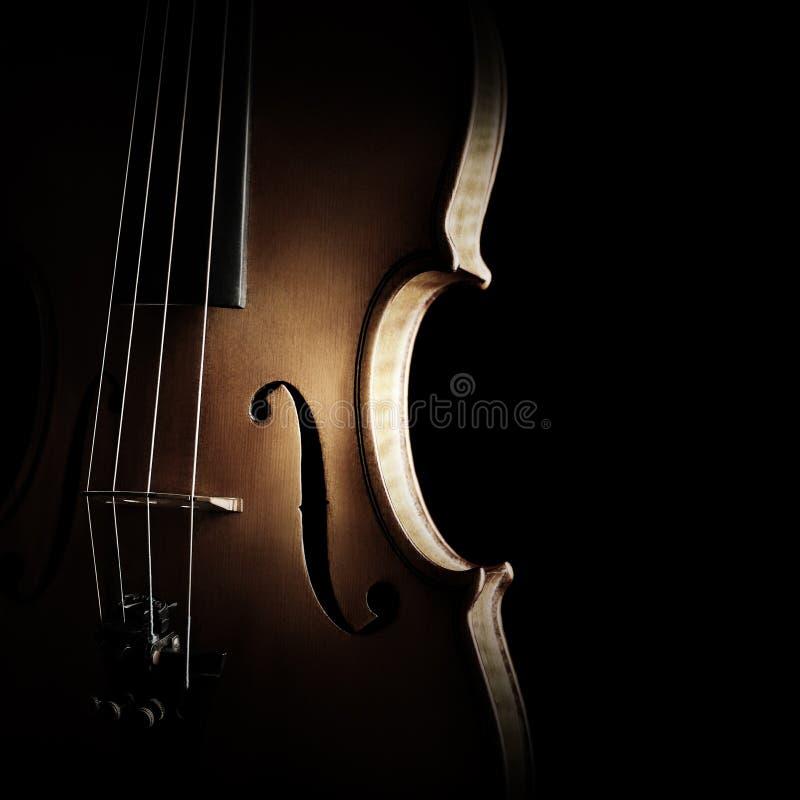 Le corde della siluetta del violino si chiudono su fotografia stock