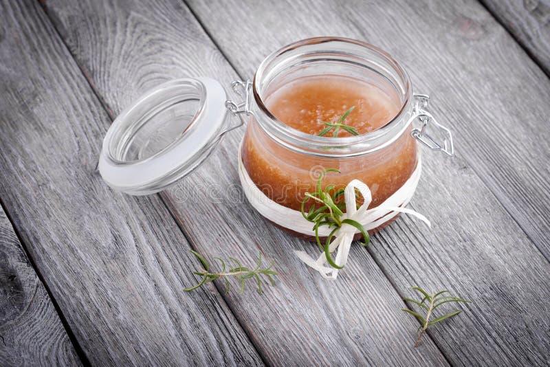 Le corps diy naturel de sucre et de sel de gingembre frottent photographie stock libre de droits