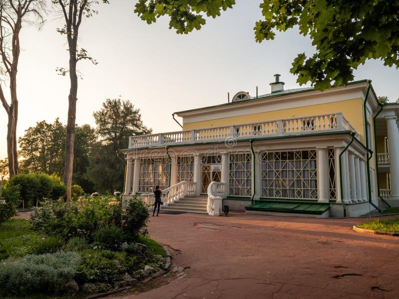 Le costruzioni principali della proprietà Precedente residenza di Vladimir Ilyich Lenin fotografie stock libere da diritti
