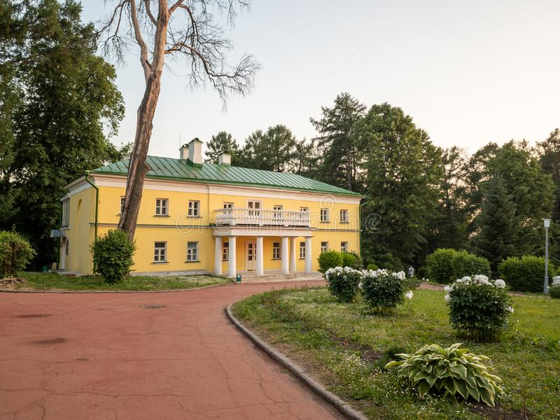 Le costruzioni principali della proprietà Precedente residenza di Vladimir Ilyich Lenin fotografia stock