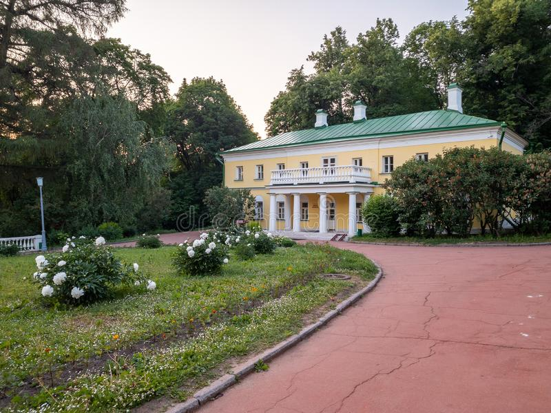 Le costruzioni principali della proprietà Precedente residenza di Vladimir Ilyich Lenin fotografie stock