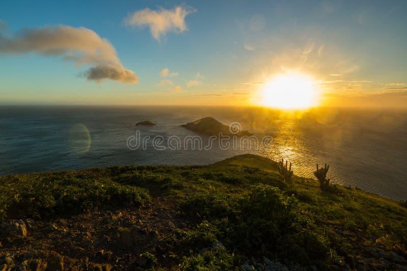 Le coucher du soleil chez Arraial font Cabo photos libres de droits