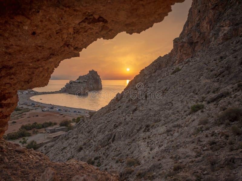 le coucher du soleil des badés se retranchent, Alhoceima - le Maroc photo stock