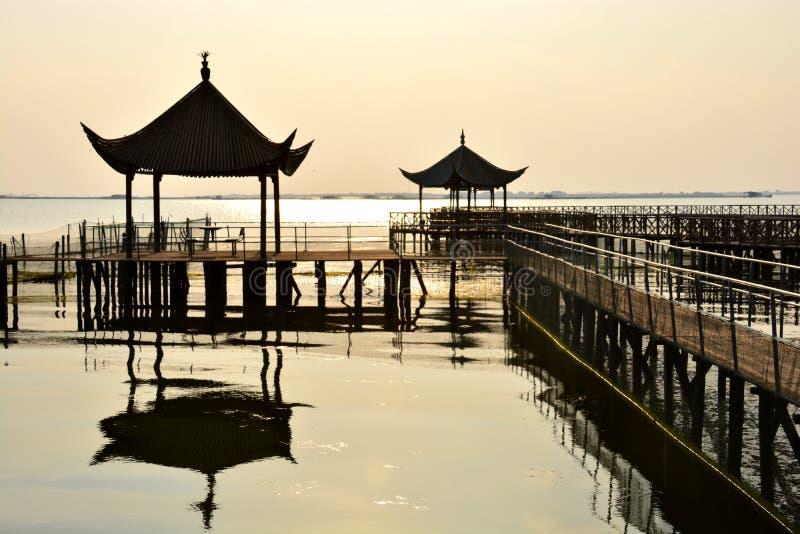 Le coucher du soleil du lac Yangcheng images libres de droits