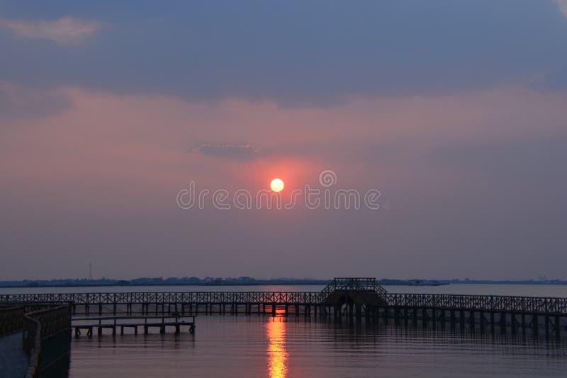 Le coucher du soleil du lac Yangcheng image stock