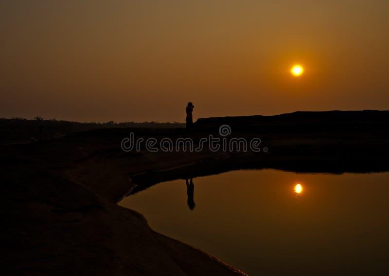 Le coucher du soleil invisible à la roche troue la vue en pierre Sam Pan Bok Grand Canyon, images libres de droits