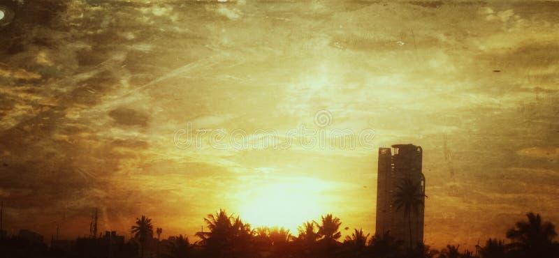 Le coucher du soleil peut d'une certaine manière sourire comme u a voulu qu'il fût photographie stock libre de droits