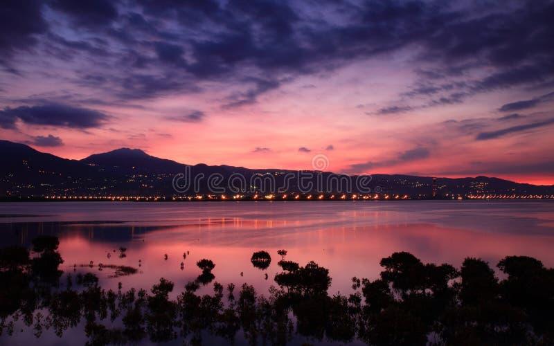 Le coucher du soleil rose magique photo stock