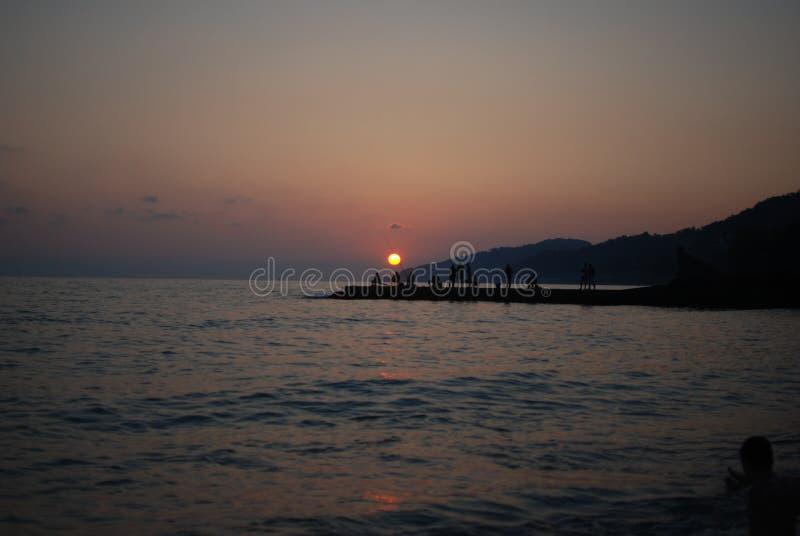 Le coucher du soleil voient l'été images stock