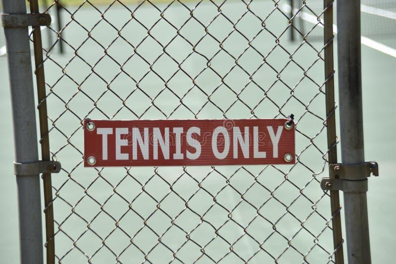 Le court de tennis pour choisit ou double le jeu photo libre de droits