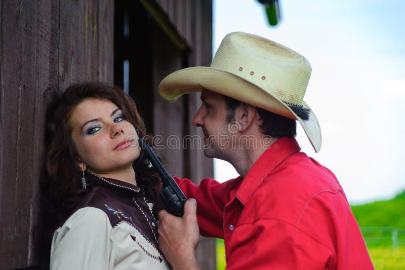 Le cowboy avec un pistolet dans des mains photo stock