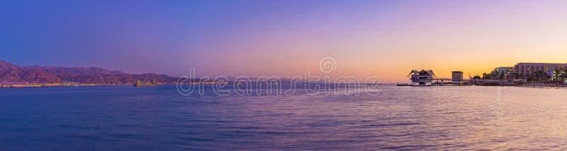 Le crépuscule dans le Golfe d'Aqaba photos libres de droits