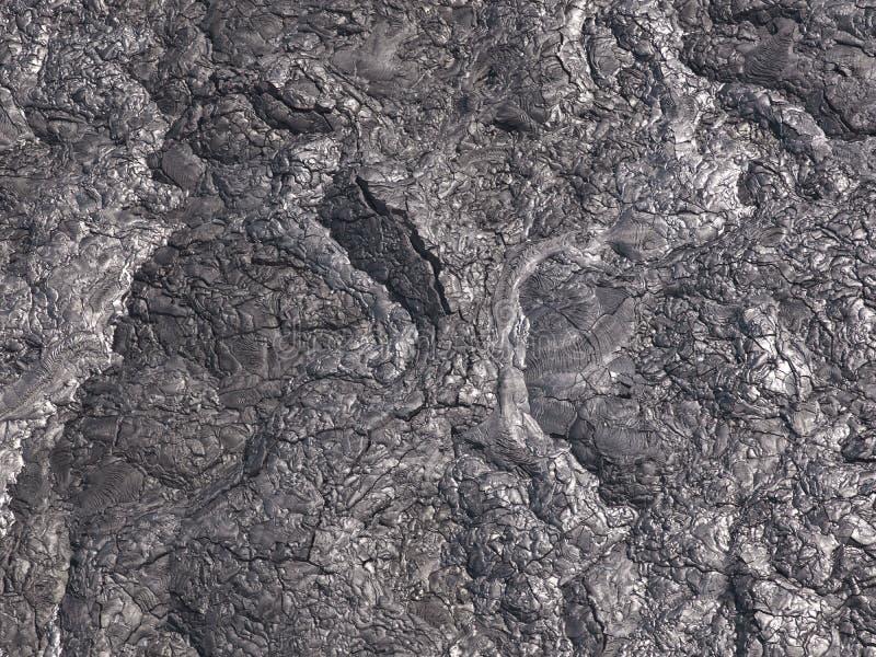 Le crepe e le forme dei modelli emergono che da questa la fine sulla parte di nero ha solidificato lava immagini stock libere da diritti