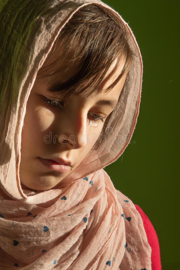 Le cri de la jeune fille image libre de droits