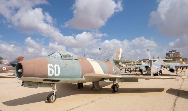 Le cru Dassault Mystère IVA Sambad 60 a montré au musée israélien de l'Armée de l'Air photos stock