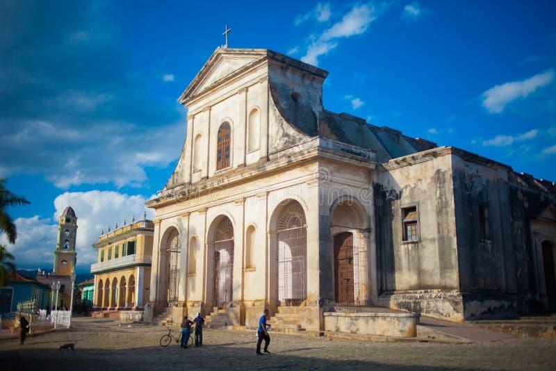 Le Cuba Trinidad Grand vieux temple dans la place image stock
