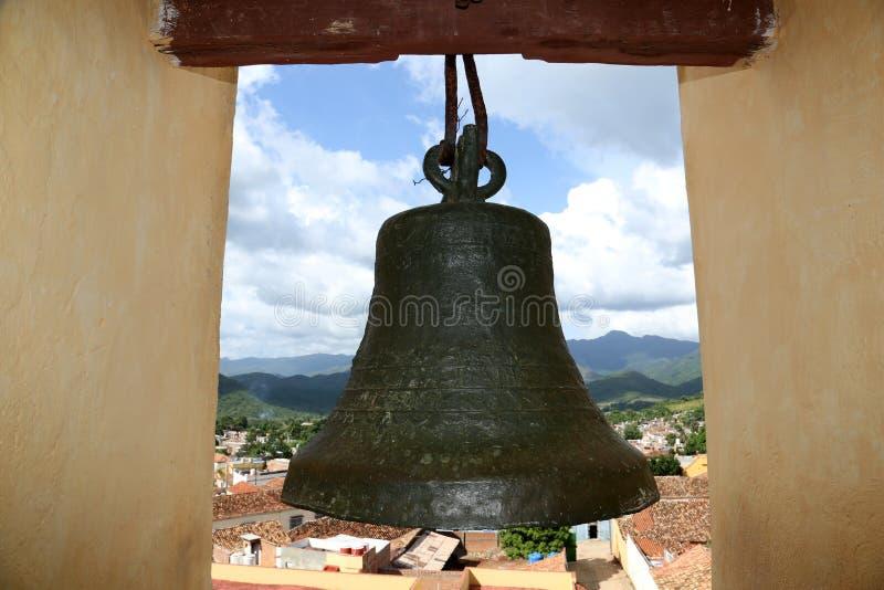 Le Cuba : Vue du Trinidad avec la cloche images stock