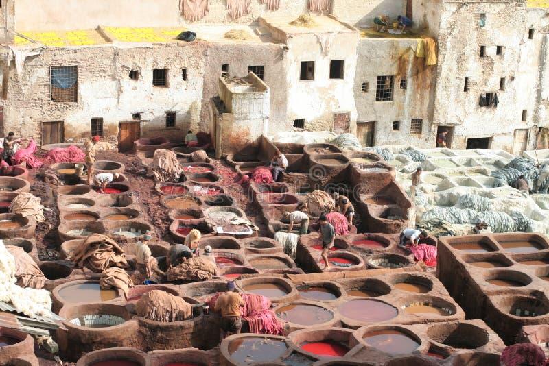 Le cuir imbibe à Fez, Maroc photographie stock libre de droits