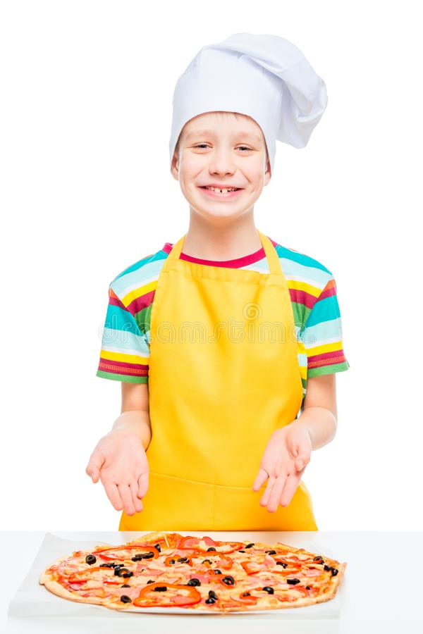 le cuisinier de garçon a préparé la pizza des ingrédients naturels images libres de droits