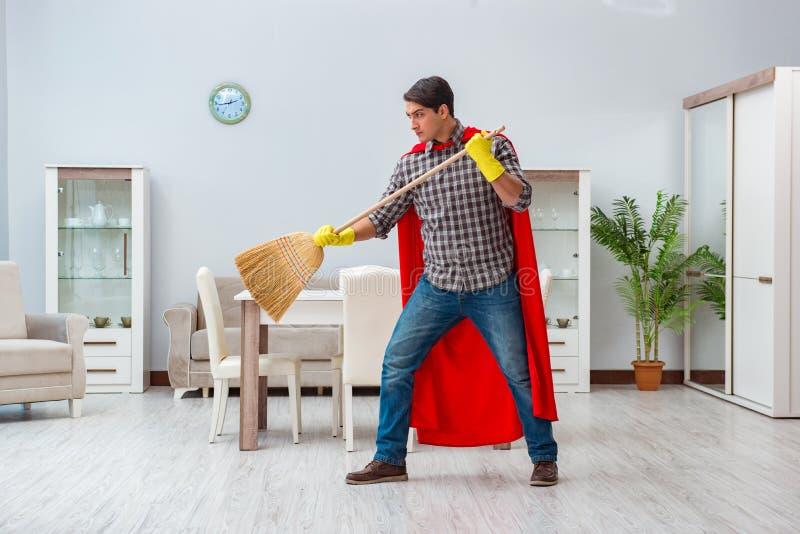 Le décapant de superhéros fonctionnant à la maison photo libre de droits