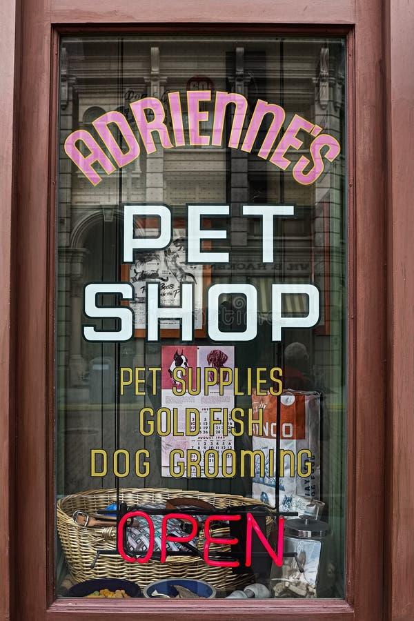 Le décor de film du magasin de bêtes d'ADRIENNES images libres de droits