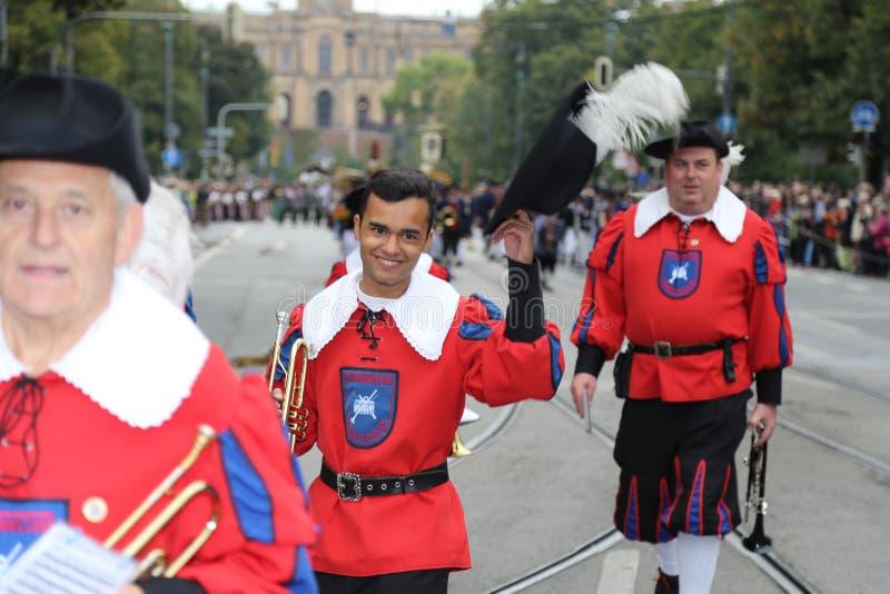 Le défilé annuel de costume, Oktoberfest 2015 images libres de droits