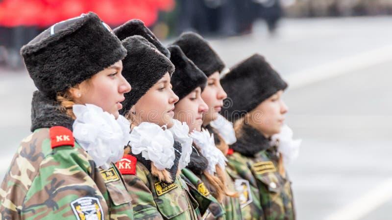 Le défilé de corps de cadet par la place images libres de droits