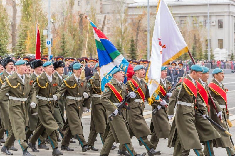 Le défilé de corps de cadet par la place photo libre de droits