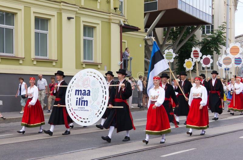 Le défilé de la célébration 2011 de chanson et de danse images stock